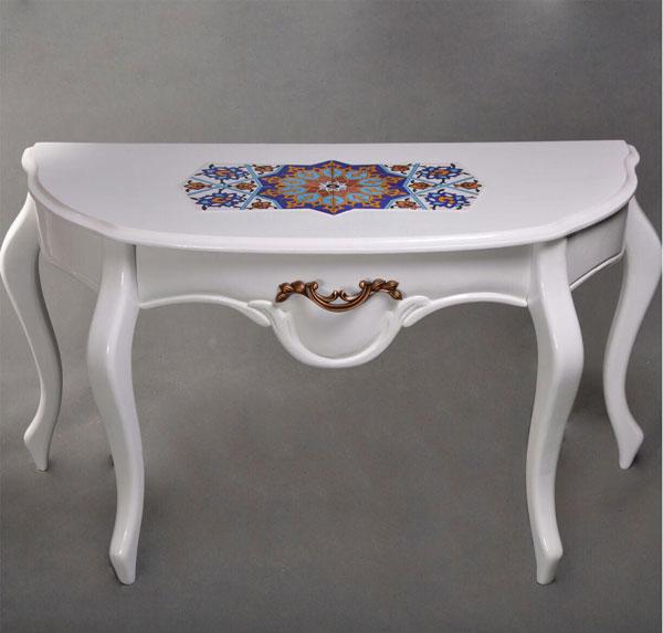 میز زیر آینه