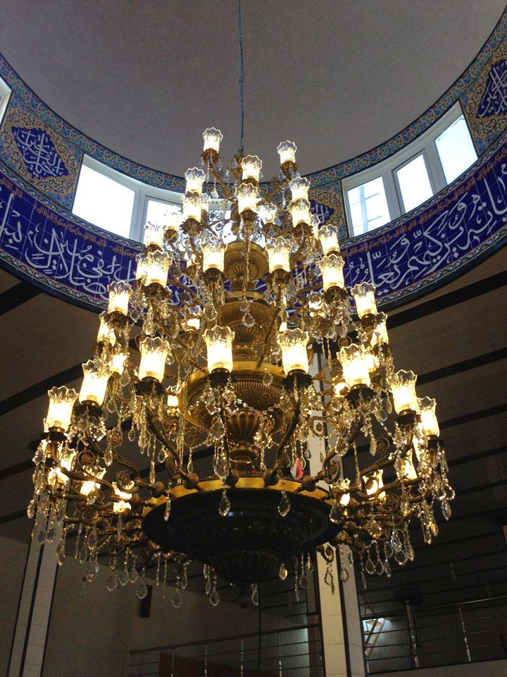 لوستر بزرگ برای گنبد مسجد